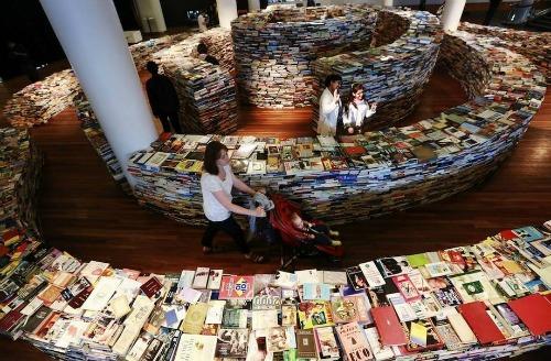 books-maze-1
